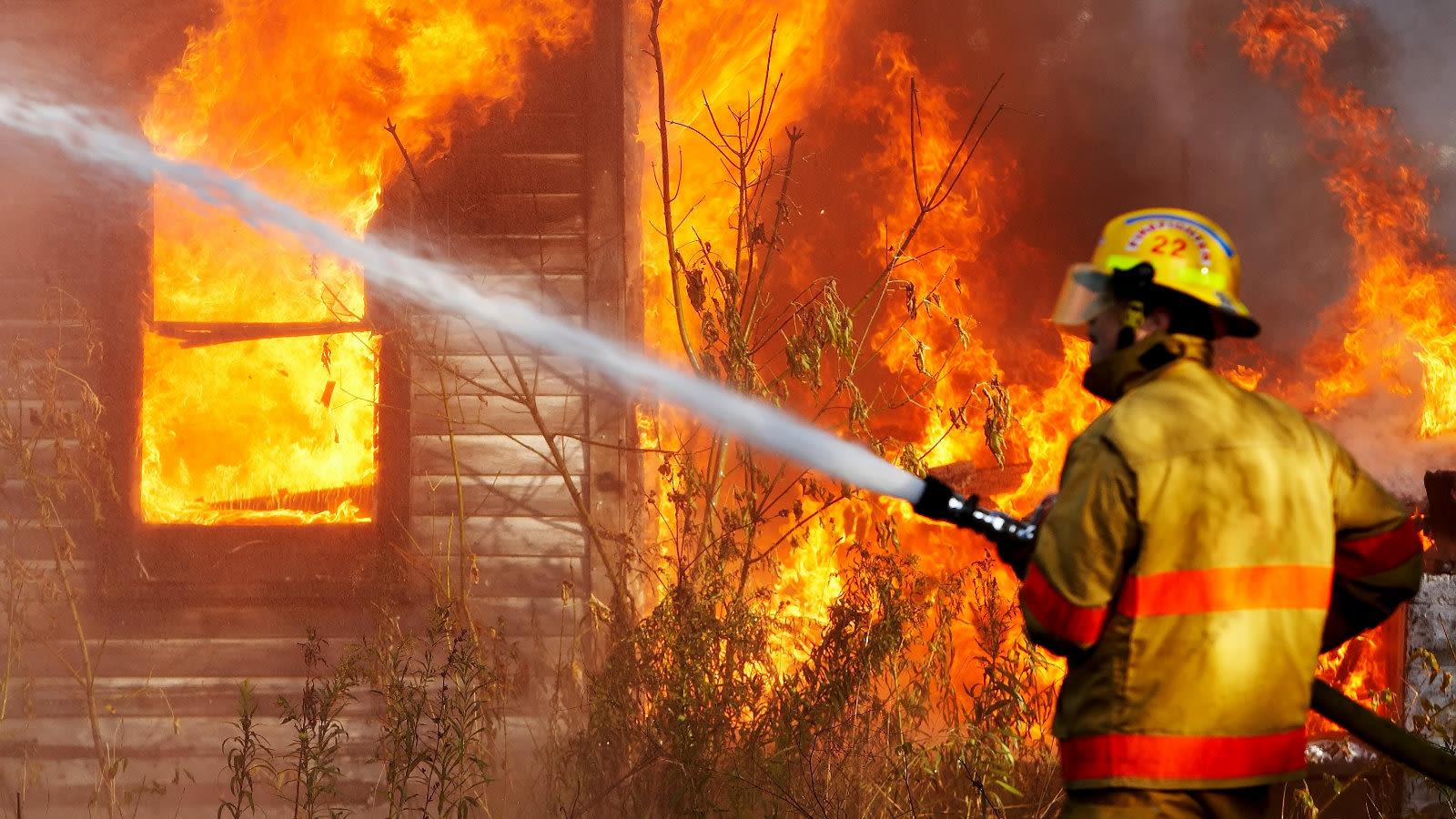 چگونه آب، آتش را خاموش می کند؟