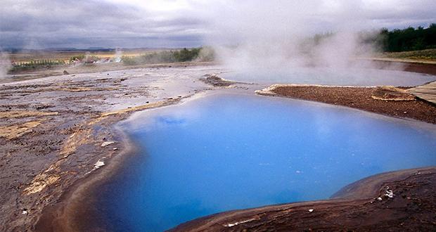 چرا آب چشمه های معدنی داغ است؟