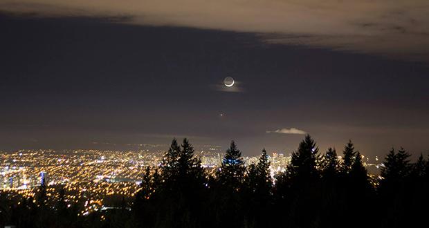 چرا در زمان رانندگی، ماه ما را تعقیب می کند؟