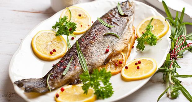 طرز پخت ماهی قزل آلا با لیمو و فلفل