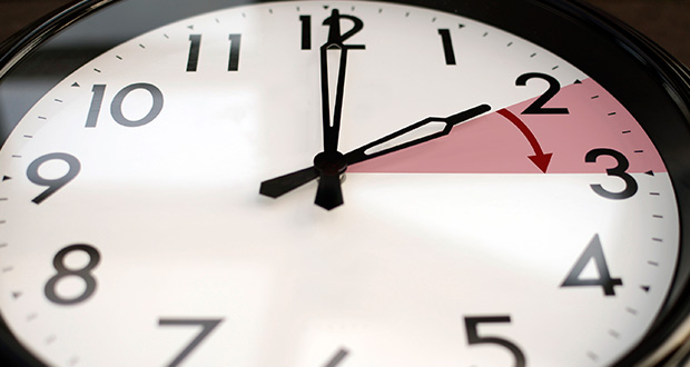 چرا ساعت ها را جلو می کشند؟