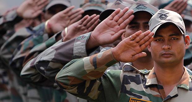 چرا سربازها، سلام نظامی می دهند؟