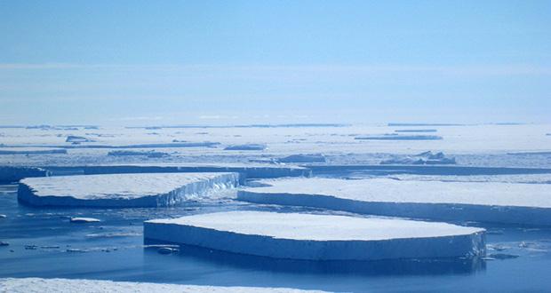 چرا یخ روی آب شناور می ماند؟