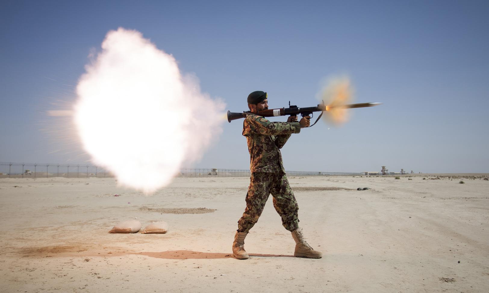 راکت ضد زره RPG-7 چگونه کار می کند؟