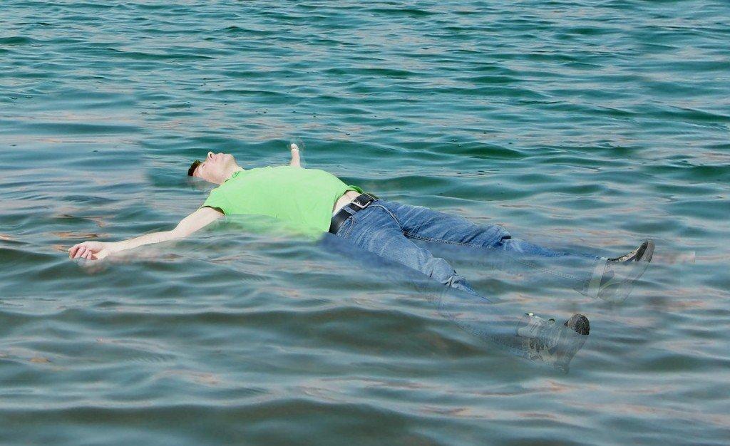 چرا جسد روی آب شناور می ماند؟